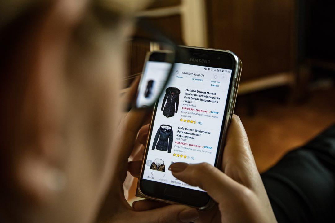 Shopping smartphone eccommerce website